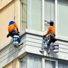 """Okna konstruovaná jak pro akrobaty, s umytím pomohly """"Výškové práce Brno"""""""
