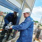 "Pomalované okno od voskovek? Pro profesionály z ""Výškových prací Brno"" žádný problém"